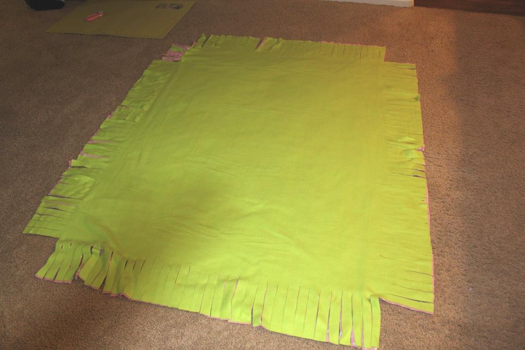 No sew fleece tie blanket tutorial confessions of a homeschooler img4934 ccuart Images