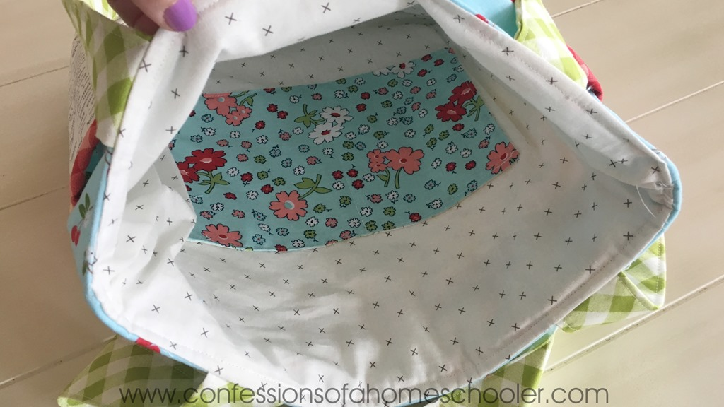 2cd3f465f755 I hope you enjoy this fun tote bag tutorial! If you make this bag please  make sure to tag me on social media and use  scrappypockettote so I can see  what ...